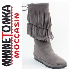 NWOT Minnetonka Women's 2 Layer Fringe Boot Size 9